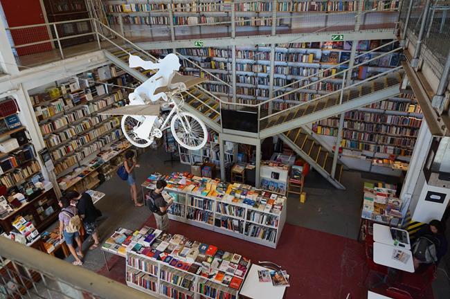 37928_Leer-Bookstore-2